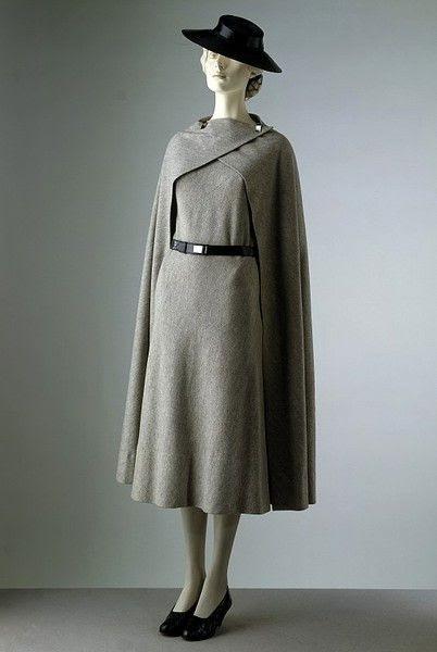 cape dress, A Quick Guide on Cape Dresses: The Superheroine, Outdressing